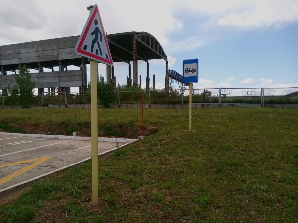 Композитные стойки для дорожных знаков